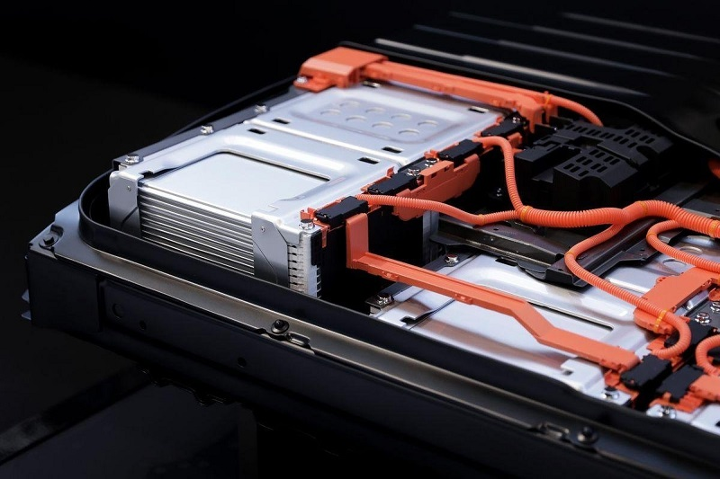Young startups and their bright minds will replace large-scale lithium-ion batteries
