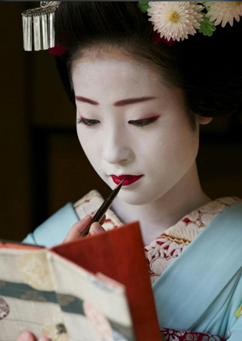 Traditional Japanese makeup