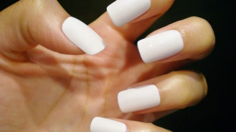 5 good reasons to try white nail polish and 5 reasons not to